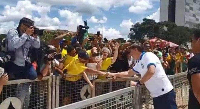 Bolsonaro vê cancelamento de jogos de futebol como histerismo