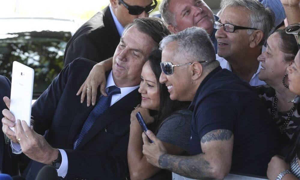 """""""Só pelo bafo, não vai ter emprego"""", dispara Bolsonaro após pedido de ajuda de apoiador"""