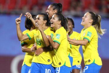 Com gol histórico de Marta, Brasil bate Itália e avança às oitavas da Copa do Mundo