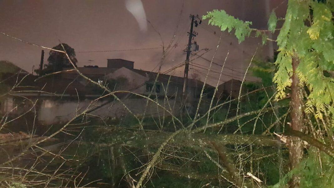 Chuva de granizo: 40 mil domicílios em Curitiba ficam sem energia