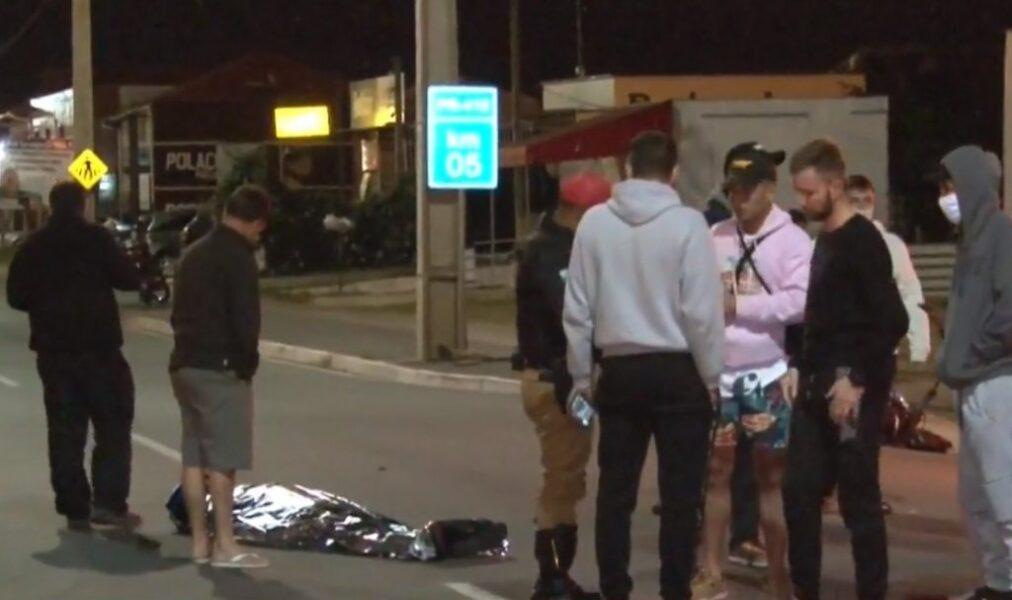Jovem morre e mulher fica gravemente ferida após serem fechados por carro na Rodovia João Leopoldo Jacomel