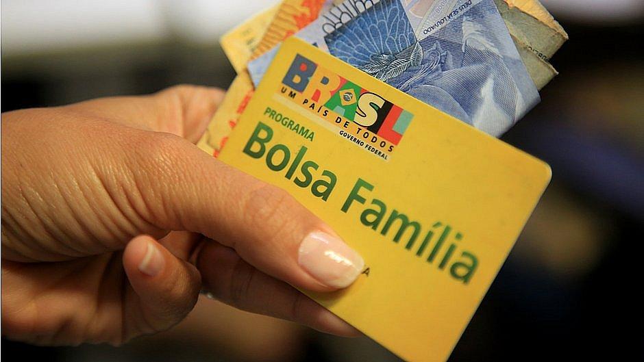 Beneficiários do Bolsa Família recebem hoje última parcela do auxílio