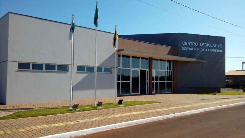 Vereador deixa Câmara escoltado pela Polícia Militar no interior do Paraná; assista