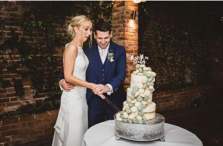 casal derruba bolo