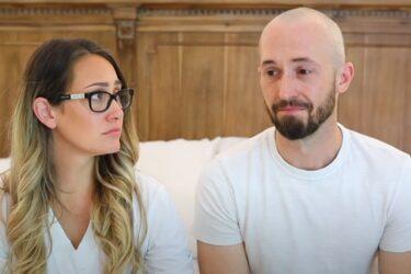 Casal de youtubers abandona filho adotivo com autismo