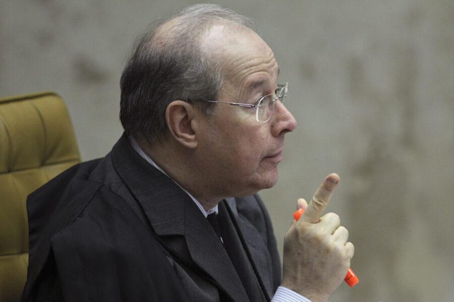Celso de Mello diz que não pediu apreensão de celular de Bolsonaro