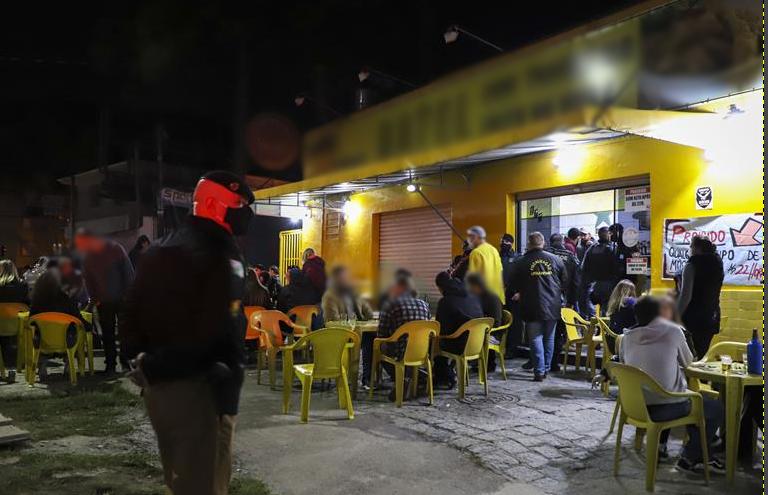 Aglomeração é a principal razão para interdição de comércios em Curitiba