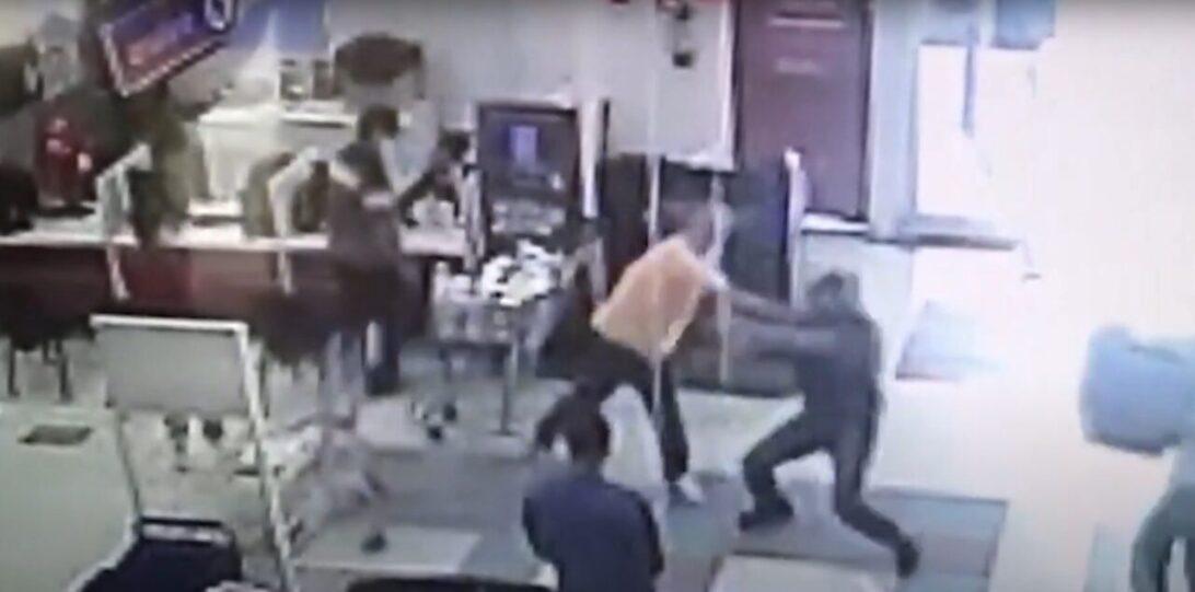 Segurança que atirou em hipermercado paga fiança; cliente que recusou máscara fica preso