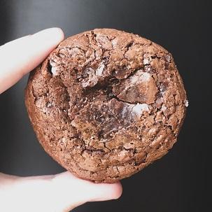 Receita de cookie brownie de chocolate fácil; aprenda como fazer!