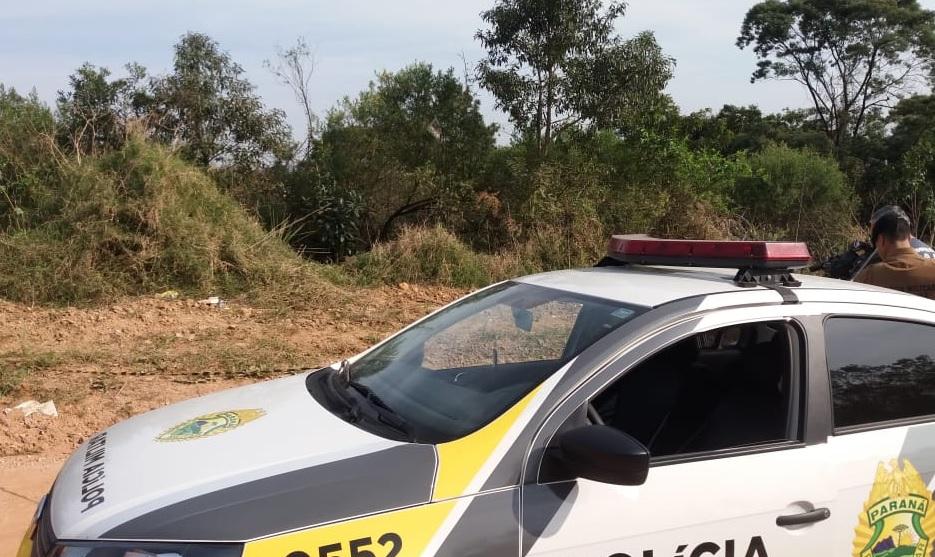 Durante caminhada, bombeiro encontra corpo em estrada rural