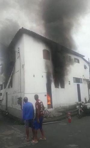 Meninas de 2, 4 e 7 anos morrem em incêndio