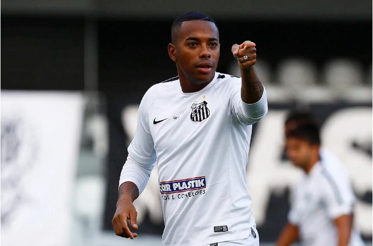 """Robinho comenta interesse do Santos e minimiza dívida: """"Pode me pagar em 50 vezes"""""""