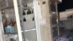 Com tornozeleira eletrônica desligada, ladrão foragido é preso furtando tumúlos na RMC