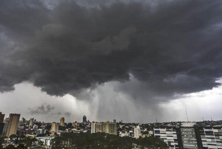 Defesa Civil de Curitiba emite estado de alerta para possíveis temporais nesta segunda-feira (10)