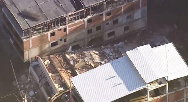 Rio de Janeiro: prédios desabam em comunidade na zona oeste