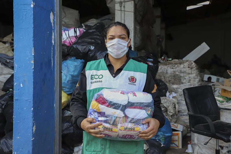 Coletores de recicláveis recebem doações para enfrentar pandemia em Curitiba