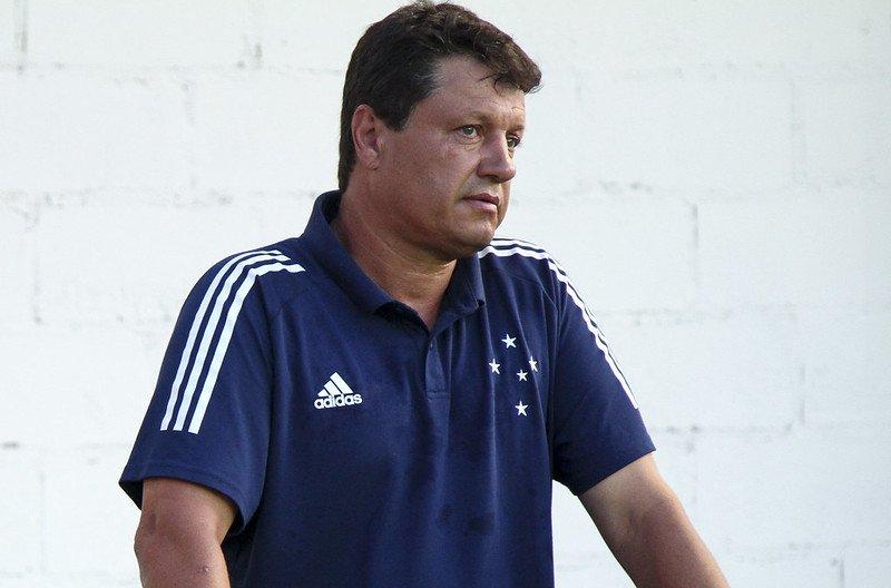 Adilson Batista pede paciência no Cruzeiro após derrota no Mineiro