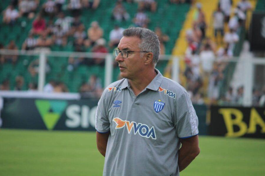 Augusto Inácio detona futebol brasileiro após demissão do Avaí