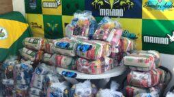 Deyverson doa cestas básicas para comunidades carentes do Rio de Janeiro