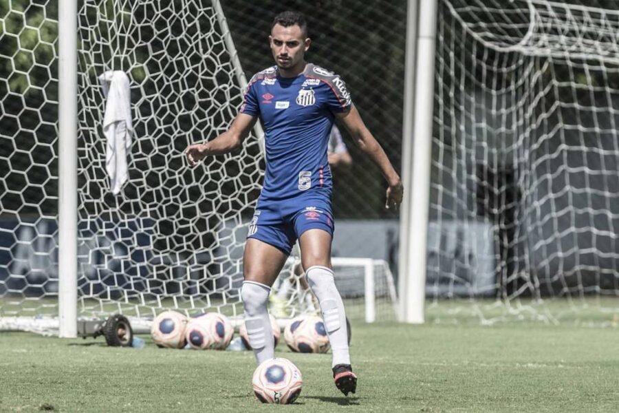 Portuguesa acerta empréstimo curto de volante do Santos