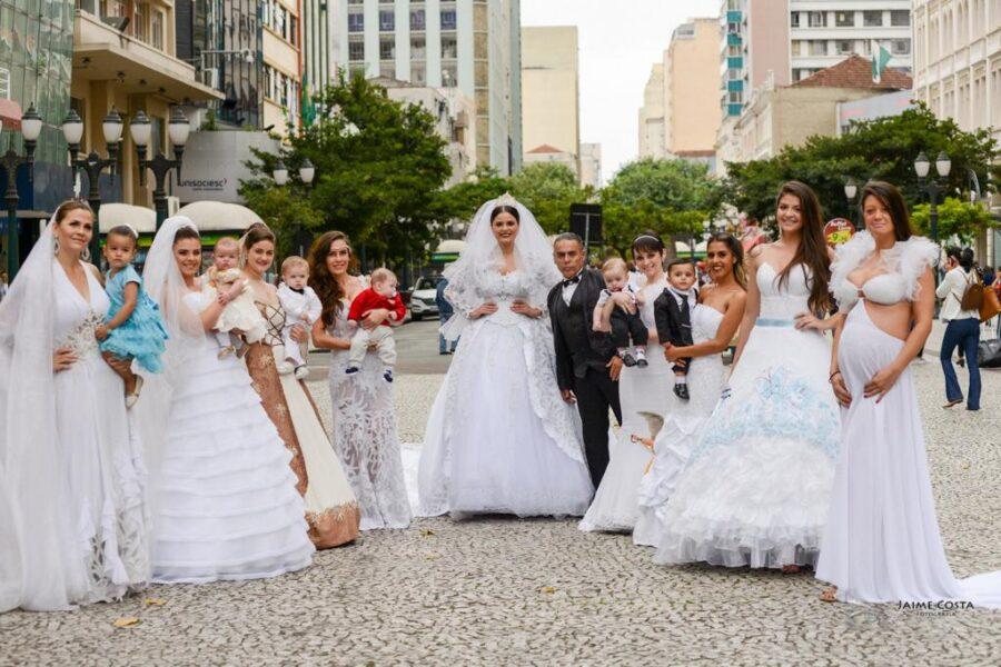 Edson Eddel inova e faz desfile de noivas-mães na Boca Maldita