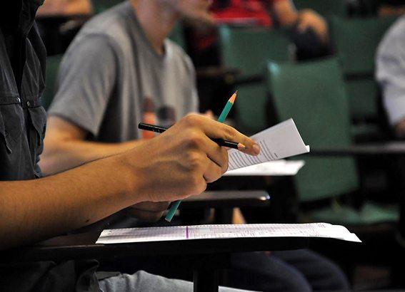 Concurso CREA-PR: edital oferece vagas com salários de até R$ 6.505 reais