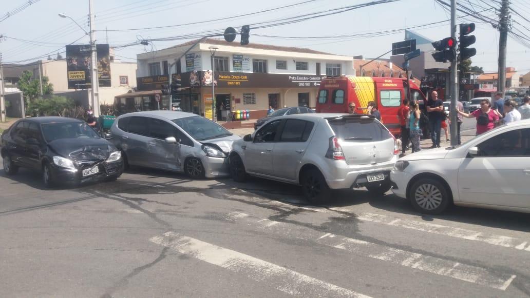 Criança fica ferida em engavetamento no bairro Hugo Lange