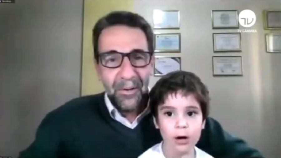 Neto de deputado paranaense 'invade' sessão online; veja o vídeo
