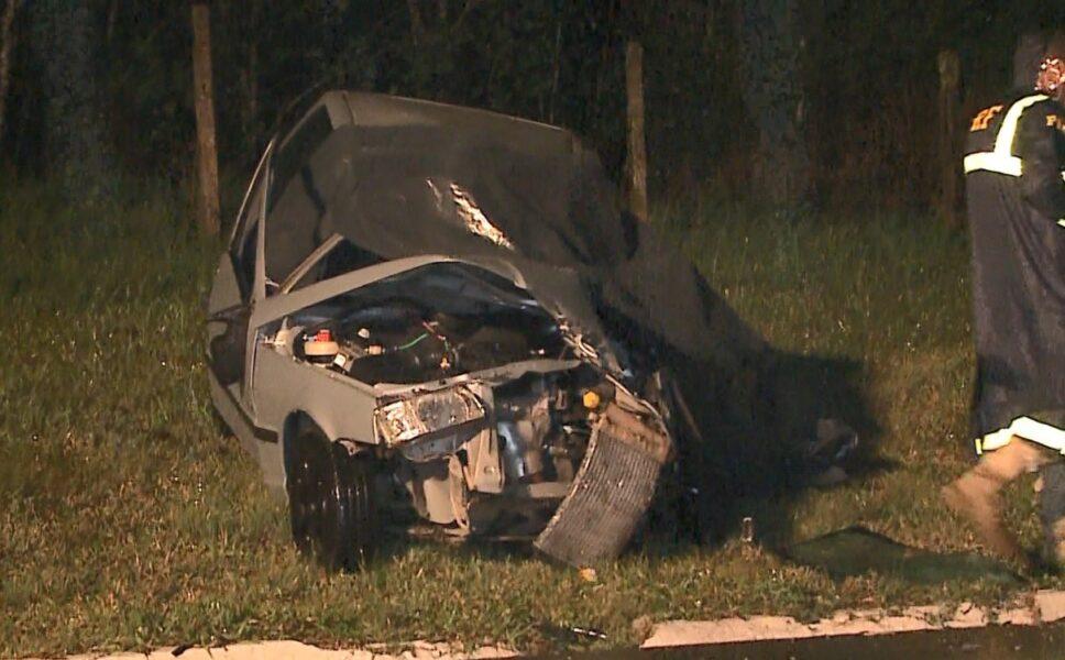 Estrada da Ribeira: colisão entre carro e caminhão deixa um morto