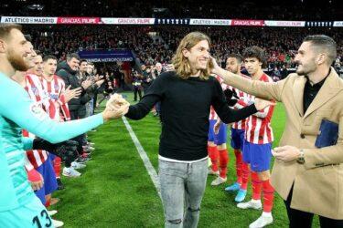 Filipe Luís é homenageado antes de vitória do Atlético de Madrid sobre o Levante