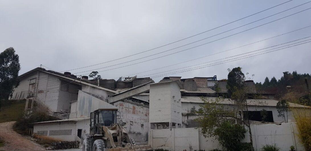 Incêndio: fábrica de cal pega fogo em Colombo
