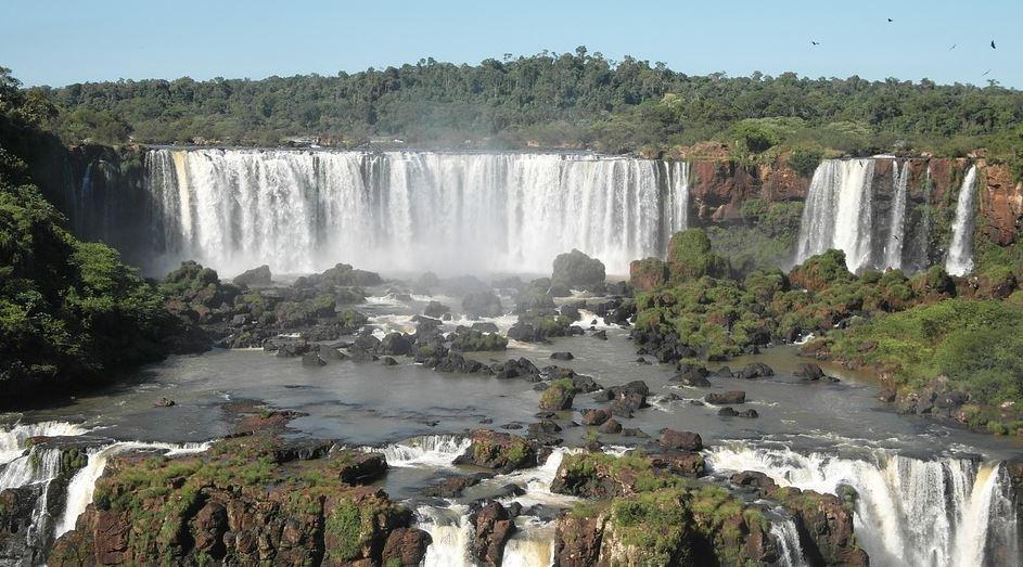 Foz do Iguaçu retoma comércio a partir de quarta (22); veja as restrições