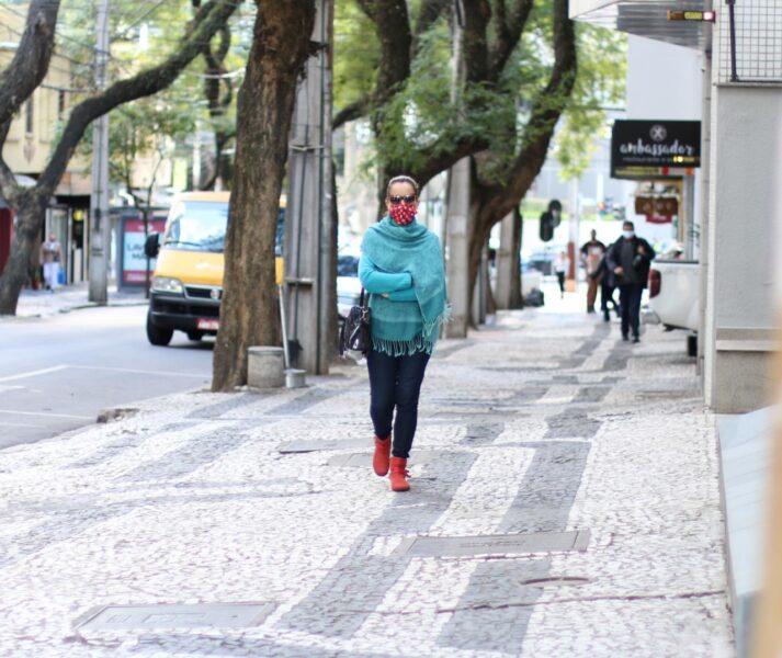 Frio, mas sem chuva: veja a previsão para os próximos dias no Paraná
