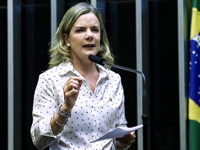 Gleisi Hoffmann anuncia manifestações para enfrentar 'escalada autoritária' de Bolsonaro