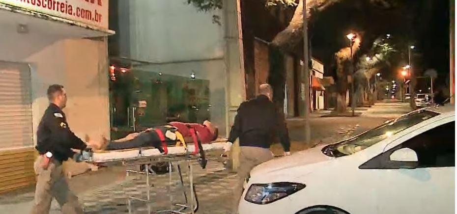 """Homem cai do telhado e vai parar dentro de uma loja, em Curitiba: """"queria tirar uma soneca"""""""
