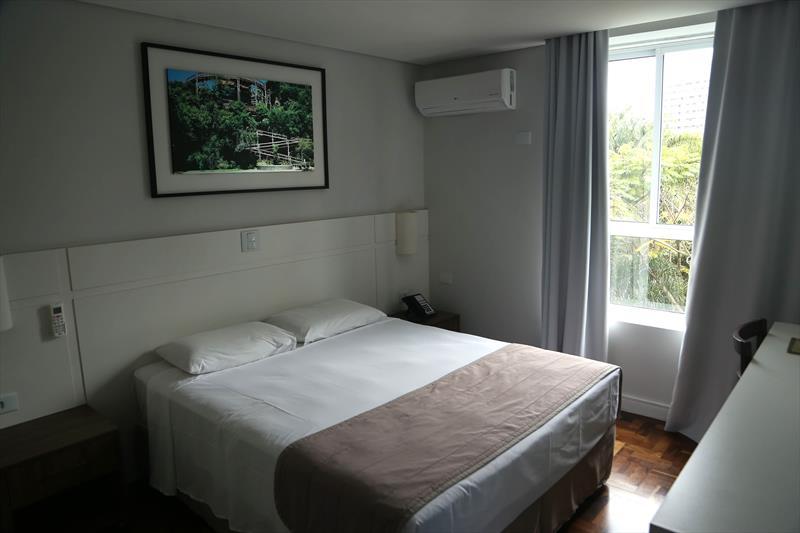 Profissionais da saúde de Curitiba terão hotéis para evitar transmissão em casa