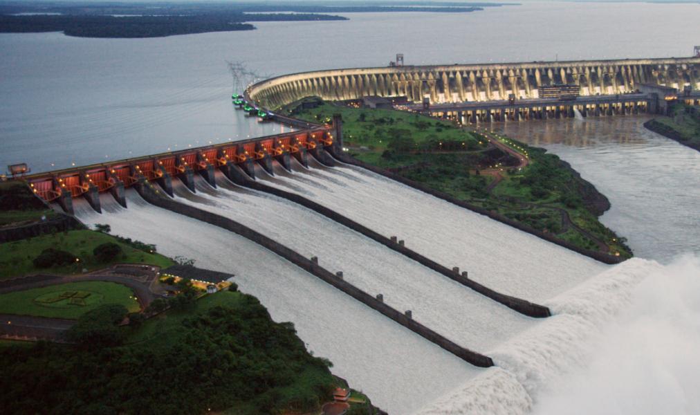 Itaipu reabre vertedouro para aumentar o nível do Rio Paraná e ajudar países vizinhos