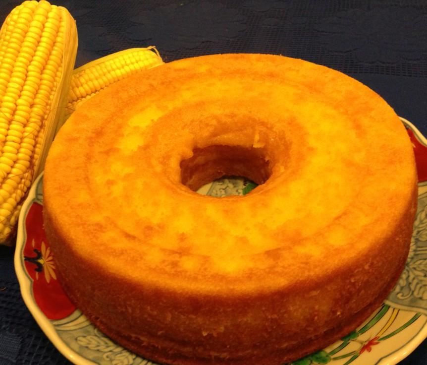Bolo de milho verde cremoso com milho em lata