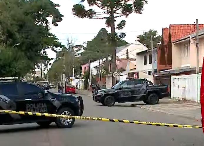 Idoso em surto psicótico mobiliza policiais no bairro Bacacheri, em Curitiba