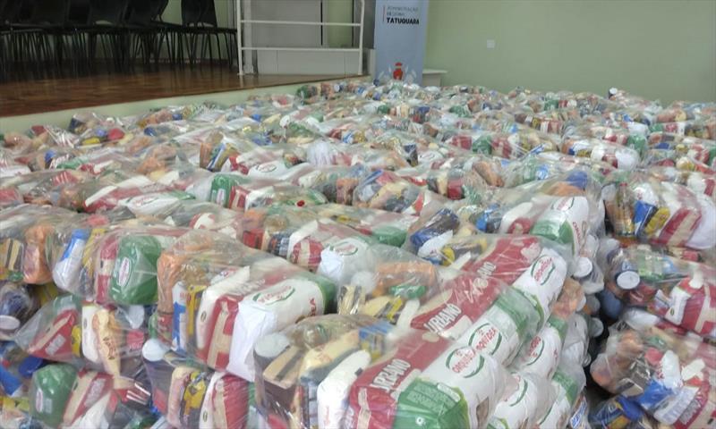 Curitiba dá kits de alimentação a famílias de estudantes da rede municipal