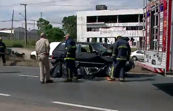 Grave acidente na Linha Verde deixa duas pessoas mortas
