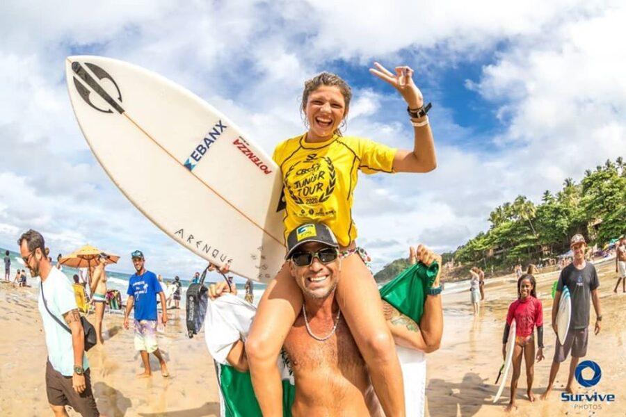 Luara Mandelli representa o Paraná e vence brasileiro de surf em Itacaré