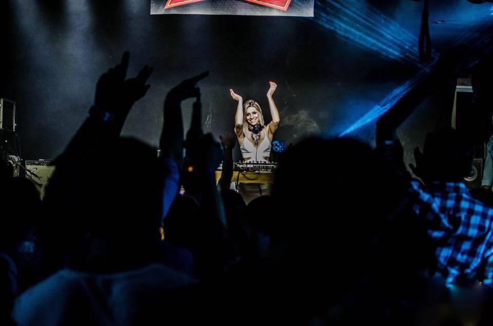 A DJ Luiza Bernardi já esteve em vários países tocando ao lado de grandes nomes