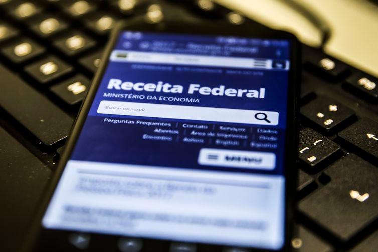 Receita Federal paga o 3º lote de restituição de imposto de renda