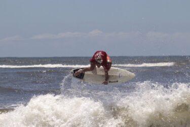 Atletas paranaenses dão início ao Circuito de Surf Amador em Matinhos