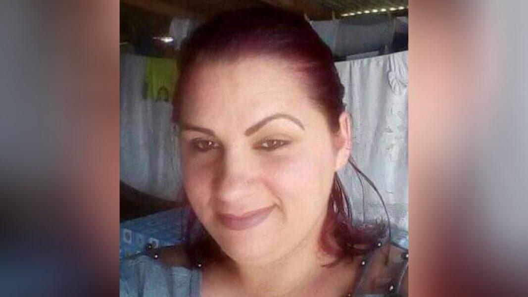 Após polícia ir embora, mulher é morta pelo marido com 23 facadas