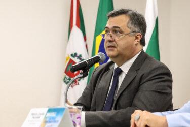 Secretário da Saúde confirma primeiras mortes por coronavírus no Paraná