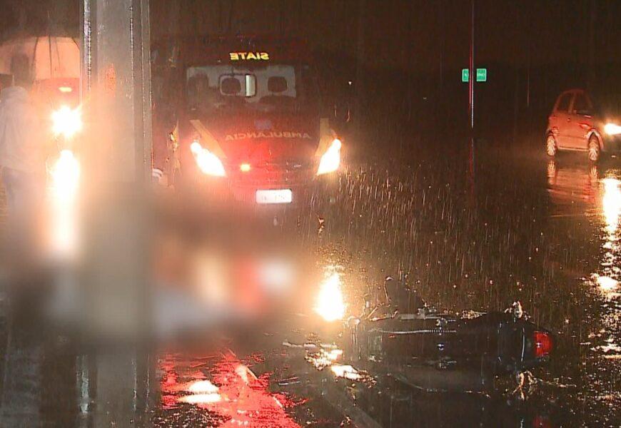 Motociclista morre após bater em poste de luz, em Piraquara