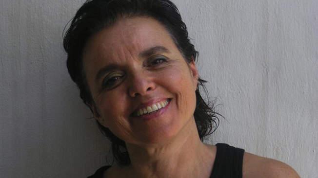 """Nina Molina apresenta """"Salvemos ao subjuntivo"""" em Curitiba"""