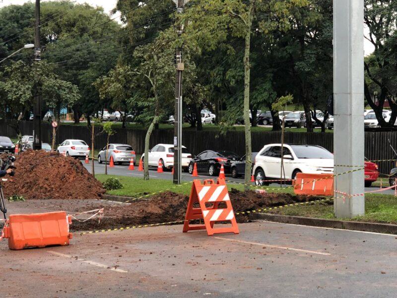 Obra na Av. Prefeito Lothário Meissner deixa trânsito lento na região